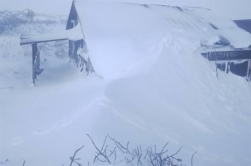 first snow kurodake hokkaido japan