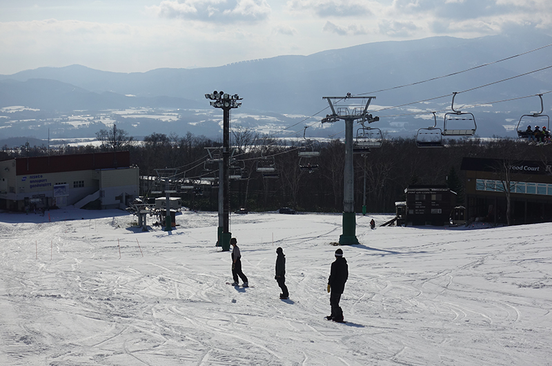 niseko united opening day snowboarders