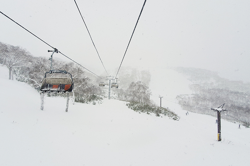 niseko grand hirafu resort snowy chairlift