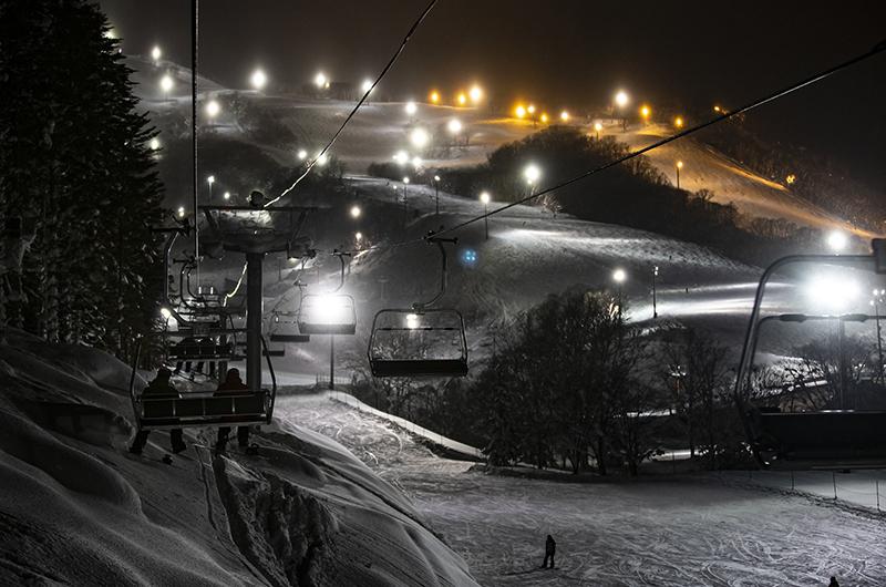 niseko hirafu night skiing best