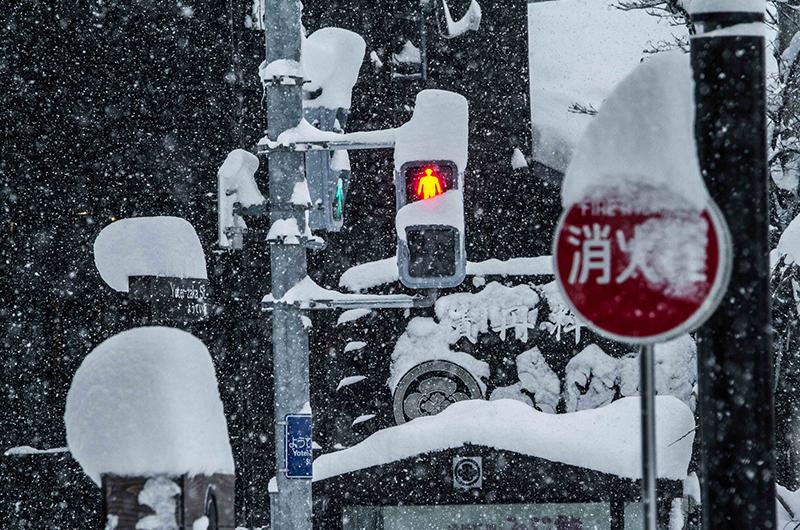 snowy streets niseko japan hirafu