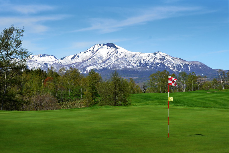 niseko japan spring golf mountains