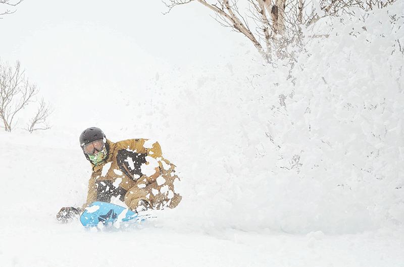 evan wilcox snowboarding niseko japan powder