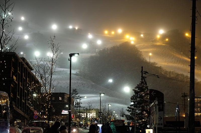 niseko japan hirafu night skiing