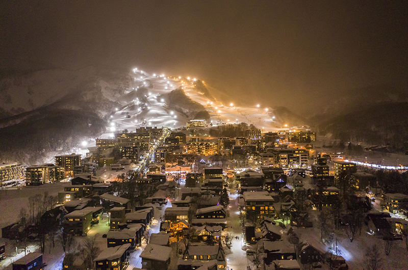 hirafu niseko japan night skiing village