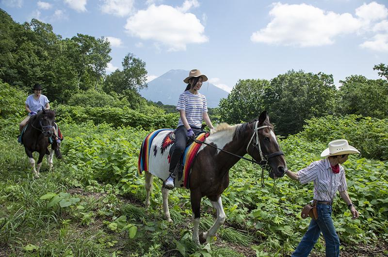 niseko village horseback riding